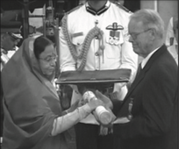 Professor Potter receiving his Padma Shri Award from the President of India.