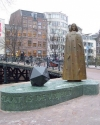 Amsterdam commemorated Spinoza with a statue in 2008. Via Wikimedia Commons.